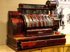 caja registradora antigua La Genuina Arroz y Tapas